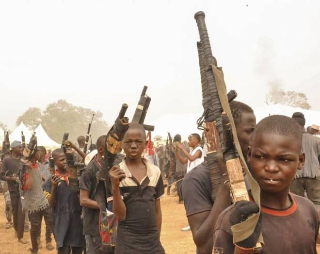 奇怪的种族,小孩负责捕猎,大人负责迎接(1)
