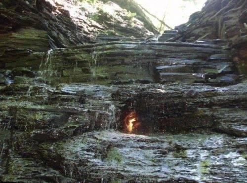 专家无法解释!直击藏在瀑布里无法熄灭的火!(2)