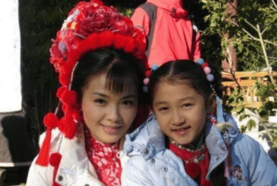 当41岁刘涛撞上22岁关晓彤,网友:这对比杀伤力简直不要太强啊