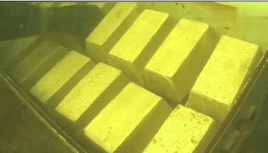 男子潜水发现一个奇怪铁箱